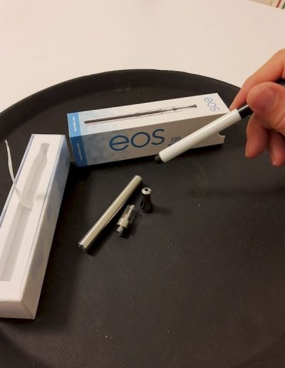 EOS VAPE PEN ausgeschraubt, Mittelstück mit Batterie, Liquid Verbrennkammer und Edelstahl Mundstück