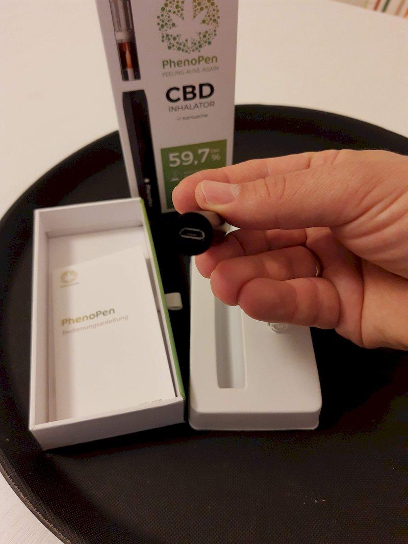 PhenoPen Test 2020, Verpackung geöffnet, hier kommt die Kartusche rein und hält mittels Magnet fest - ganz einfach